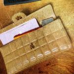 クラッチに愛と勇気とサムマネー その2/伊勢由の札入れでクラッチバッグ内の財布問題を解決した話