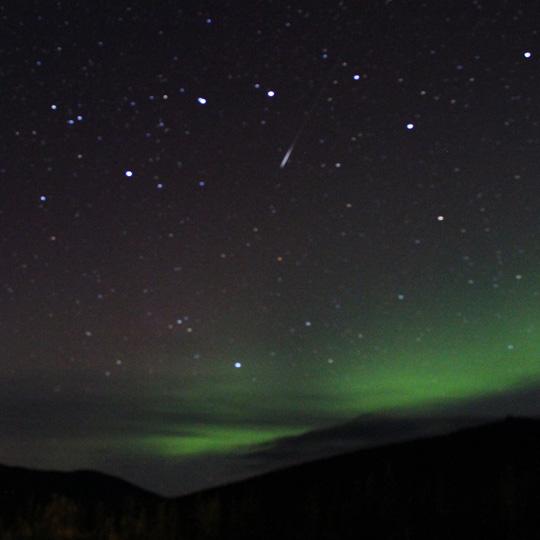 流星がバンスカ撮れて良夜かな/アラスカ旅行記 旅程編その4-初日・二日目 オーロラ撮影